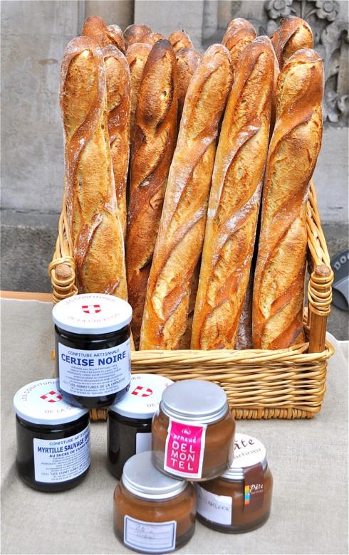 baguettes rue des Martyrs on eatlivetravelwrite.com
