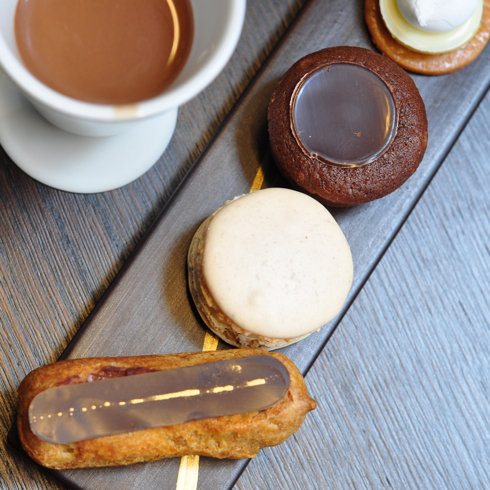 Un Dimanche a Paris petits fours and hot chocolate