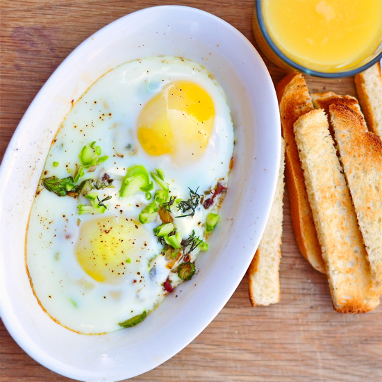 Baked eggs oeufs en cocotte