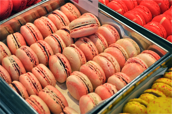 macarons rue des Martyrs on eatlivetravelwrite.com