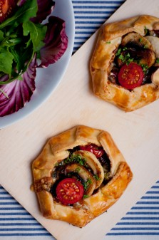 Mini mushroom galettes with blue cheese walnuts and tomatoes the Mushrooms Canada GO PINK 2012 official recipe