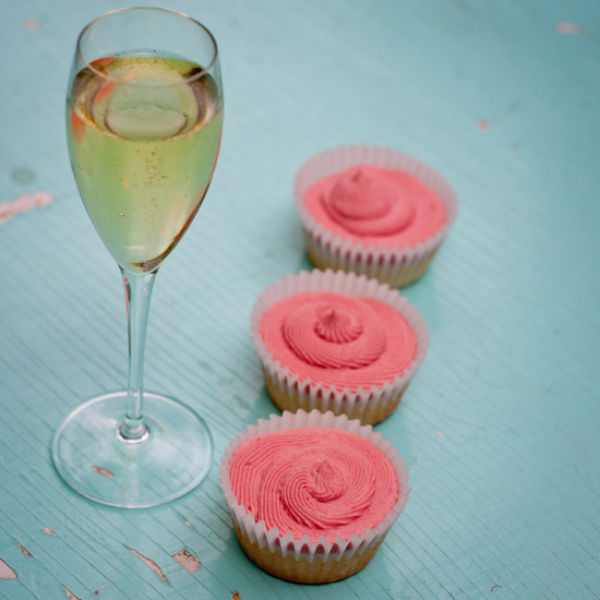 Champagne cupcakes on eatlivetravelwrite.com