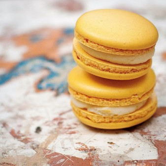 macarons with cream cheese frosting on eatlivetravelwrite.com