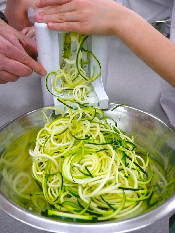 Spiralising raw zucchini pasta