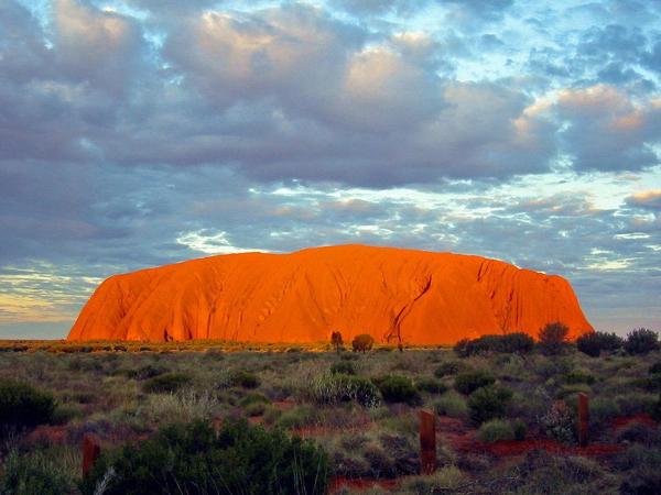 Uluru by Thomas Schoch http://de.wikipedia.org/wiki/Benutzer:Mosmas