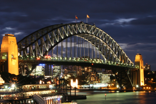 SydneyHarbourBridgeNight by 4wall on http://commons.wikimedia.org/wiki/User:4wall
