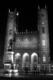 Basilique Notre Dame Montreal on eatlivetravelwrite.com