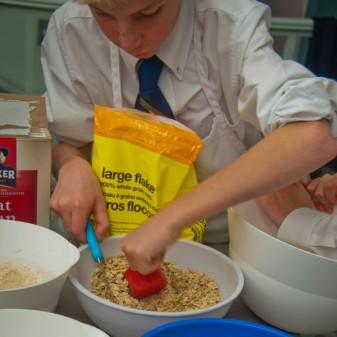 Measuring oats on eatlivetravelwrite.com