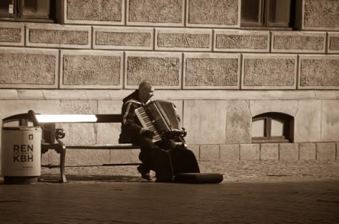 Accordion player in Copenhagen on eatlivetravelwrite.com