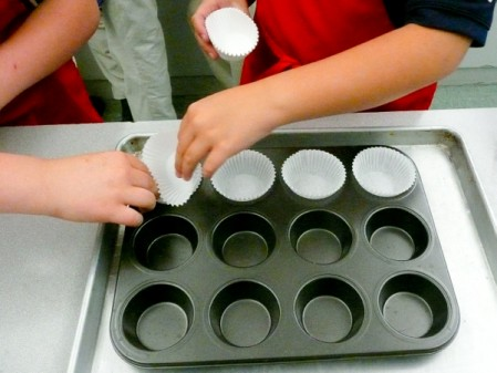 Kids setting up muffin tins on eatlivetravelwrite.com