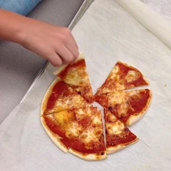 Kids eating fresh from scratch pizza on eatlivetravelwrite.com