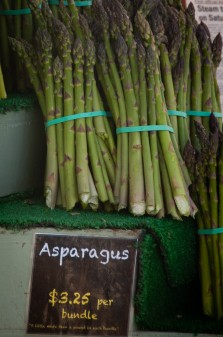 Asparagus at the Kelowna Farmers and Crafters Market on eatlivetravelwrite.com