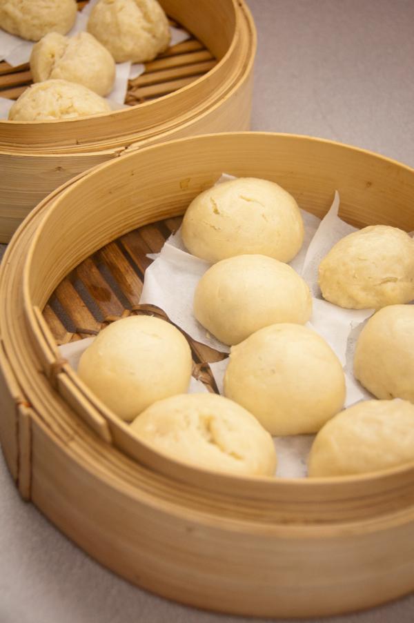 Plain steamed buns on eatlivetravelwrite.com