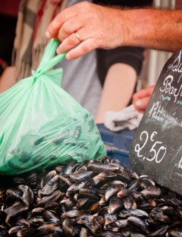 Buying mussels at the Bayeux Market on Delicious Normandy tour on eatlivetravelwrite.com
