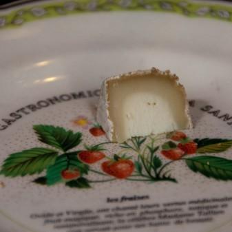 Crottin Chavignol cheese on eatlivetravelwrite.com