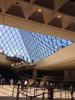 Louvre foyer for THATLou on eatlivetravelwrite.com