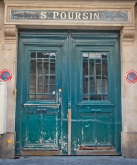Old Paris door on eatlivetravelwrite.com