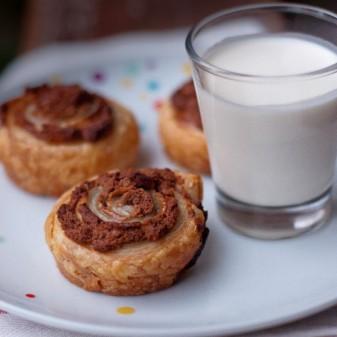 Chocolate peanut butter pinwheels on eatlivetravelwrite.com