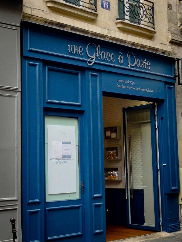Exterior Une Glace a Paris on eatlivetravelwrite.com