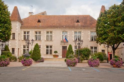 Mairie in Nerac on eatlivetravelwrite.com