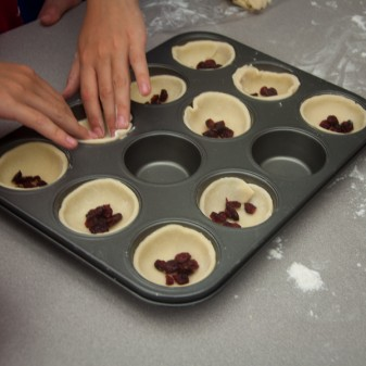 Kids making butter tarts on eatlivetravelwrite.com