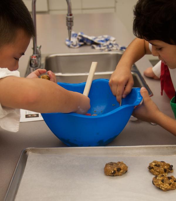 Kids making Ricardo Cookie in a Jar Kit cookies on eatlivetravelwrite.com