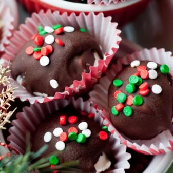 Frozen peppermint truffles on eatlivetravelwrite.com