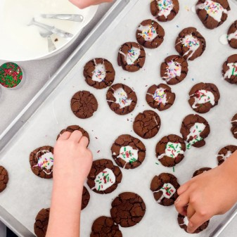 Kids icing mint crinkle cookies on eatlivetravelwrite.com