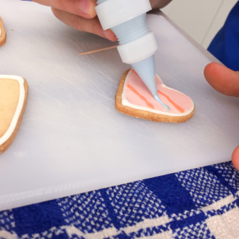 Using royal icing to decorate cookies on eatlivetravelwrite.com