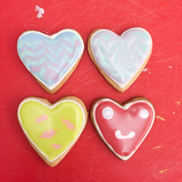 Cookies decorated for Valentine's Day on eatlivetravelwrite.com
