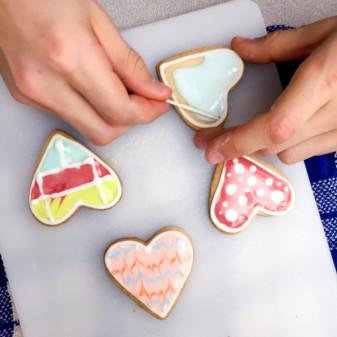 Kids using the flooding technique for cookies on eatlivetravelwrite.com