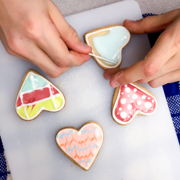 Kids using the flooding technique for cookies on eatlivetravelwrite.com