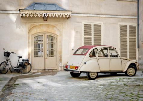 French coutryard on Urban Adventures Gourmet Marais on eatlivetravelwrite.com