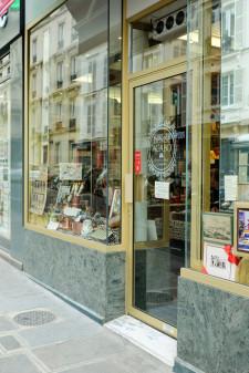 Facade at L'Etoile d'Or in Paris on eatlivetravelwrite.com
