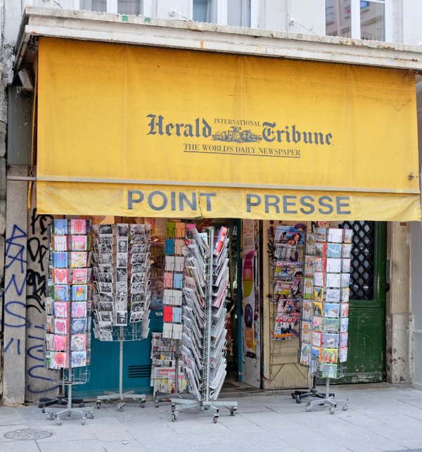 Point Presse on the rue Montorgueil on eatlivetravelwrite.com