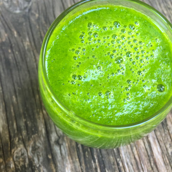 Green smoothie on eatlivetravelwrite.com