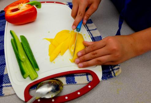 Kids chopping mangoes for sushi with John Placko on eatlivetravelwrite.com