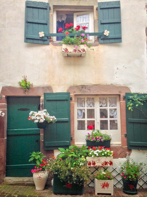 Pretty house in Saint-Jean-Pied-de-Port on eatlivetravelwrite.com