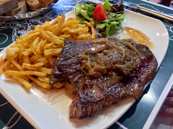 Steak frites at le Pyrenéen in Toulouse on eatlivetravelwrite.com