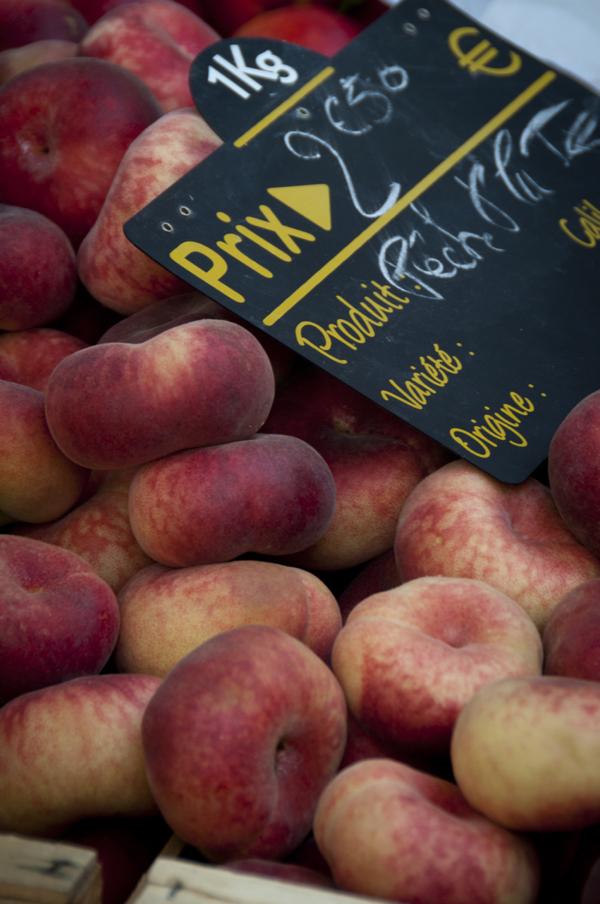 Local peaches at the Nerac market on eatlivetravelwrite.com