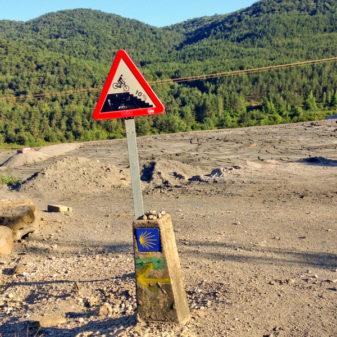 Waymarker on the way to Zubiri on the Camino de Santiago on eatlivetravelwrite.com
