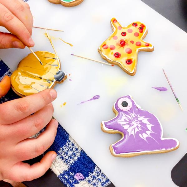 Kids cookies for Halloween on eatlivetravelwrite.com