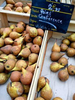 Poires conference at the market in Lyon image on eatlivetravelwrite.com