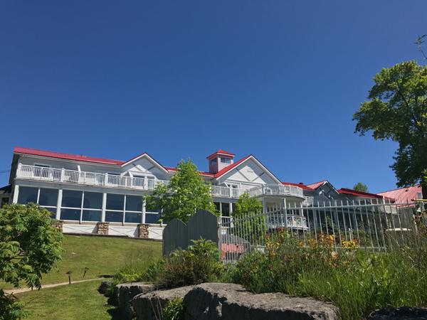 Main lodge at Viamede Resort on eatlivetravelwrite.com