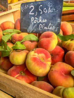 Donut peaches in Vic Fezensac market on eatlivetravelwrite.com