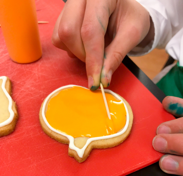 Flooding pumpkin cookies with Adell Shneer on eatlivetravelwrite.com