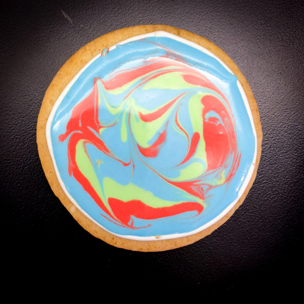 Swirly icing on cookies with Adell Shneer on eatlivetravelwrite.com
