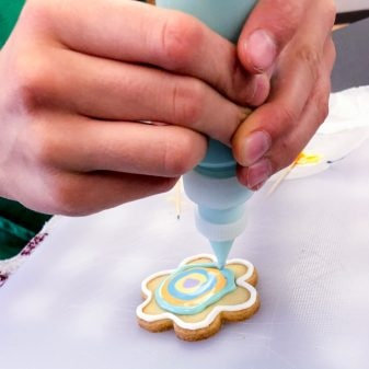 Concentric circles for decorating cookies with Adell Shneer on eatlivetravelwrite.com