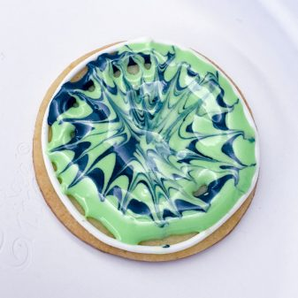 Swirly cookie icing art for decorating cookies with Adell Shneer on eatlivetravelwrite.com