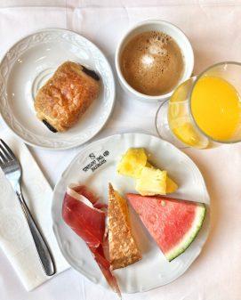 Breakfast at El Meson del Cid in Burgos Walking from Burgos to Hornillos del Camino with camino Travel Center on eatlivetravelwrite.com
